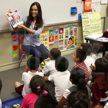 Sasha Grey czyta dzieciom