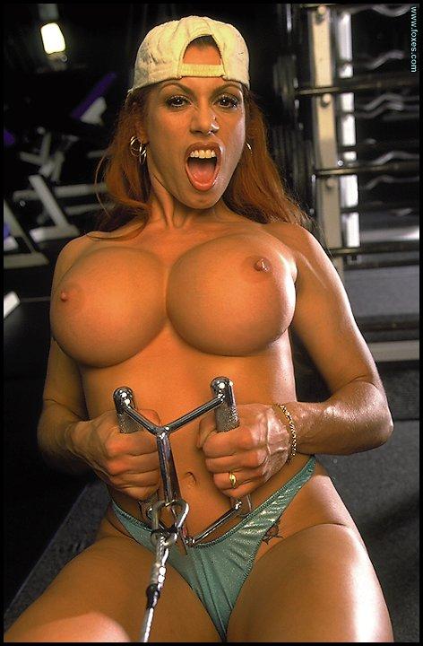 Порно большая упругая грудь.