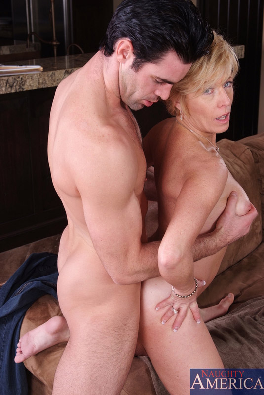 Blonde mature milf in stockings out of gas 2