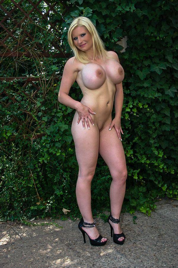 Melanie Moon Nackt
