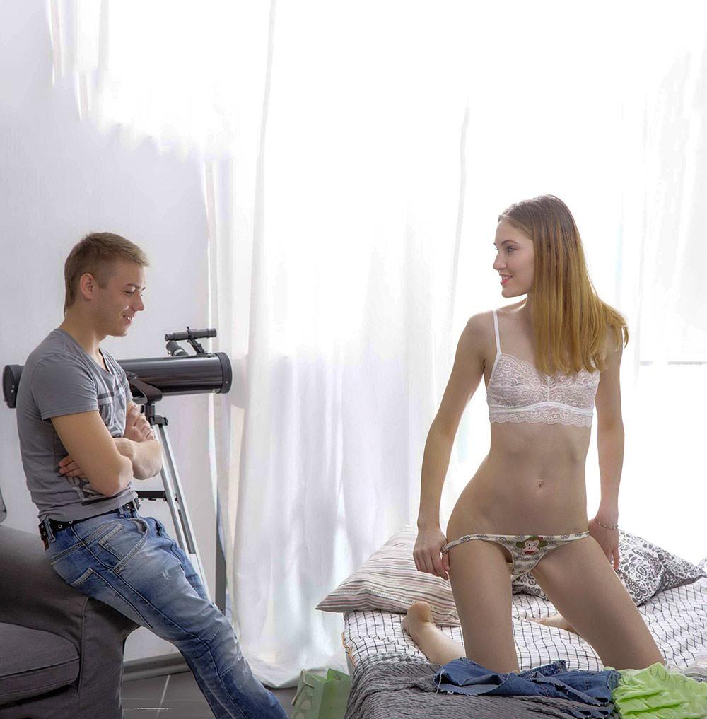Die süße, dünne, blonde Sofia Russo genießt eine gute Massage und einen Schwanzritt